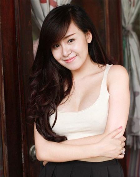 Bà Tưng nâng ngực nội soi cải thiện vòng 1 2