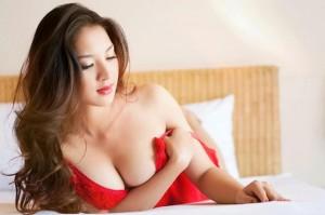 Những khuôn ngực to, đẹp đáng mơ ước của sao Việt